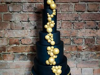 How do you choose a wedding cake?