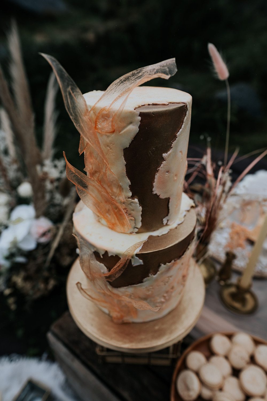 boho wedding cake, two tier wedding cake