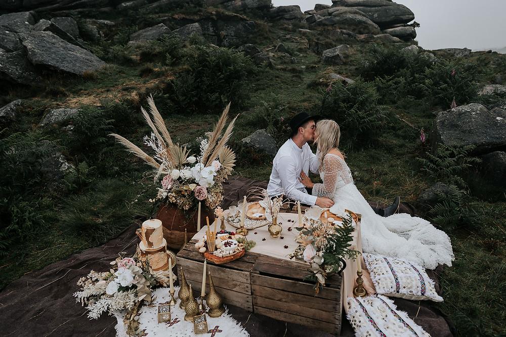 Peak District elopement with wedding cake