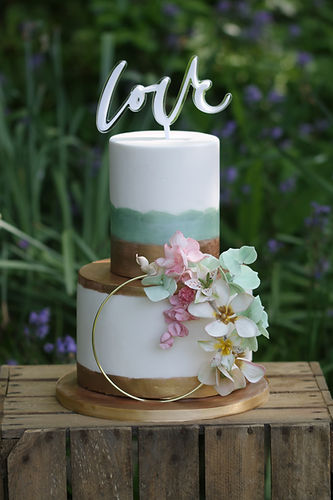 cake with bluebell background _Amelia.jp
