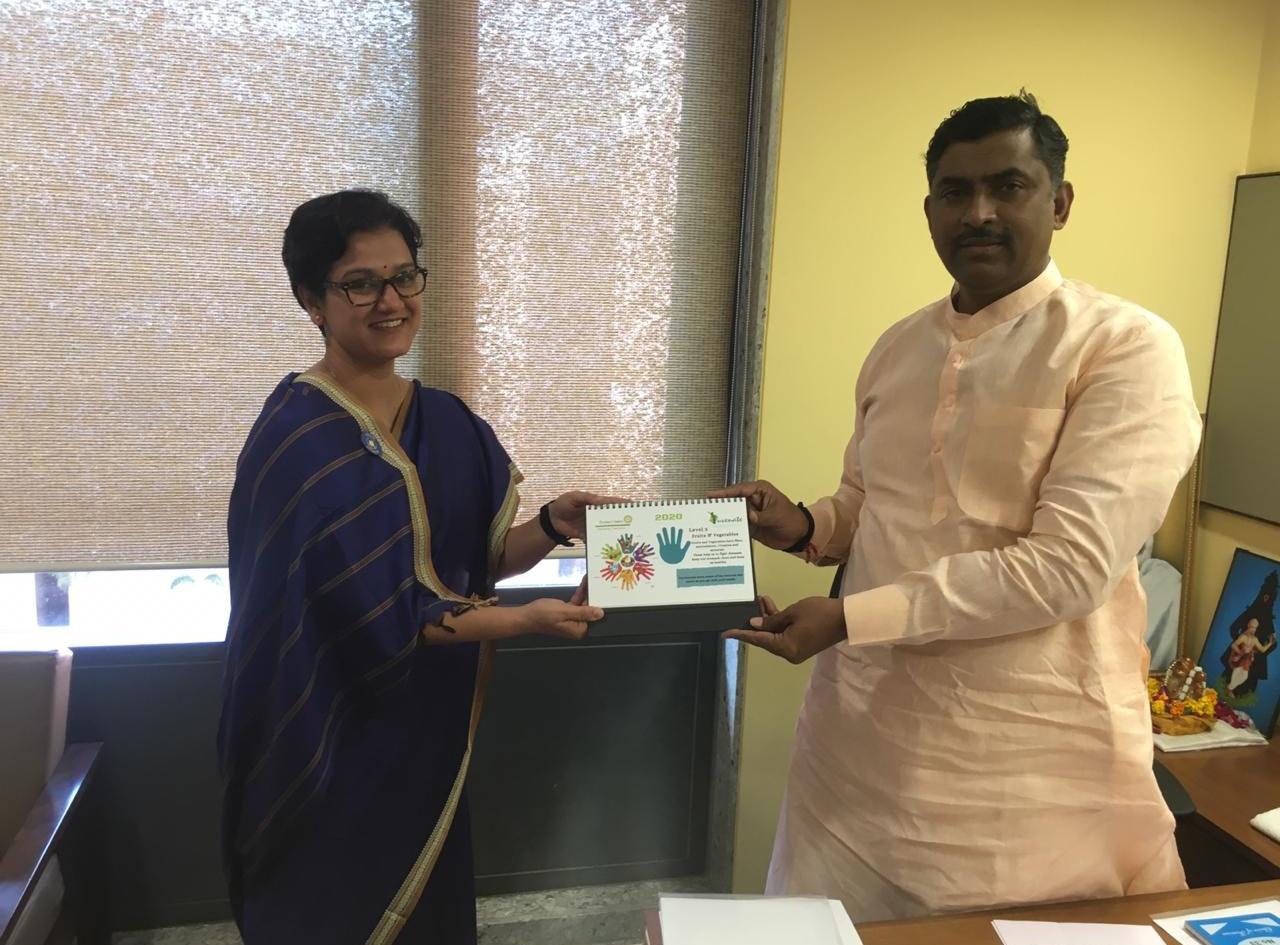 Presenting Poshan Chakra Calendar to Shree Murlidhar Rao