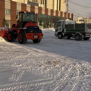 某法人駐車場の除雪
