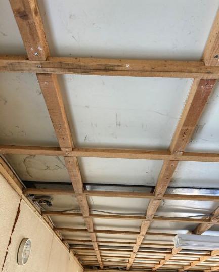 天井材の全撤去後
