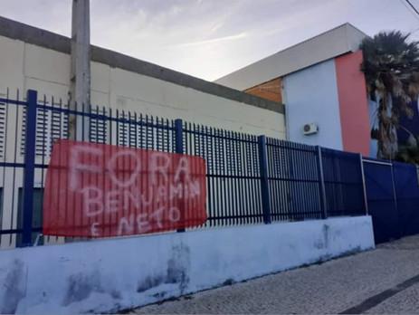 Torcidas estendem faixa e voltam protestar contra a diretoria do Potiguar