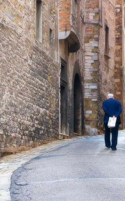 Perugia Man with News