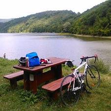 Fiets-bij-Dedes-lake-300x300.jpg