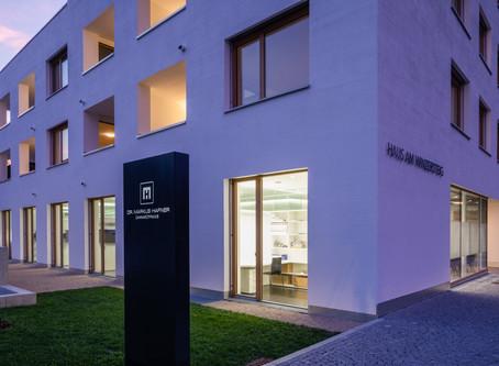 Haus am Winzersteig - Zahnarztpraxis Dr. Hafner öffnet seine Türen