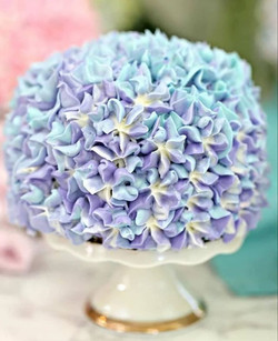 Check out these BEAUTIFUL hydrangea cake
