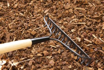 landscape bark, rake
