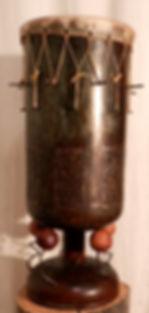 Tambour Guinée claudine borsotti, sculpture sonore, peau de chevre tendue