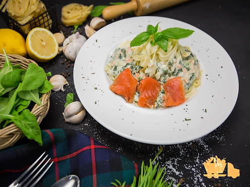 Creamy smoked Salmon and Spinach Pasta with buttered Fettuccine