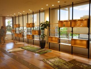 高野山の森のディスプレイ(高石市立図書館)