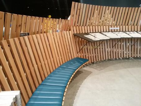 カラマツ材のベンチ