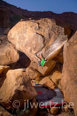 Nils Favre bouldering
