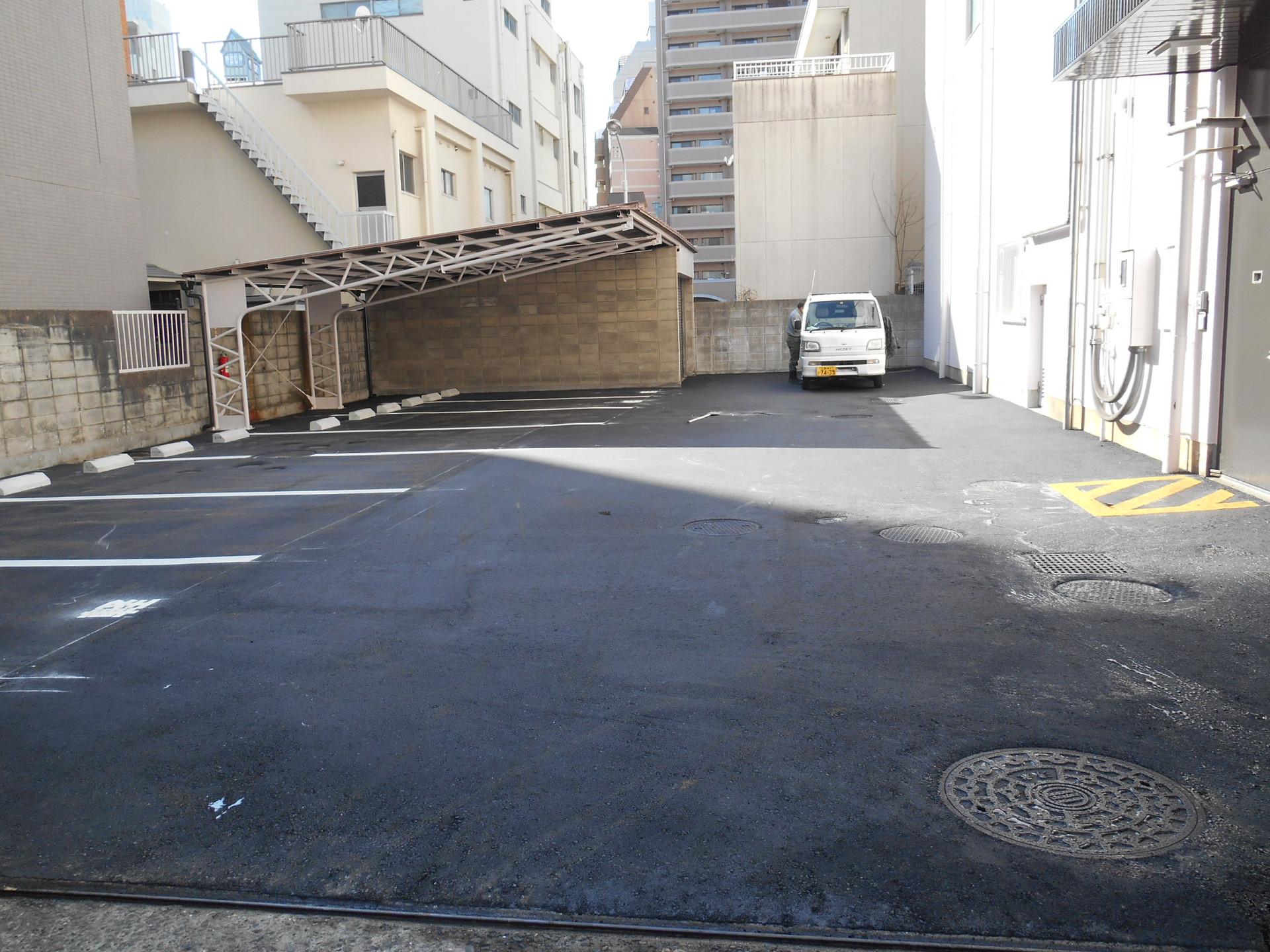 銀行駐車場アスファルト舗装工事