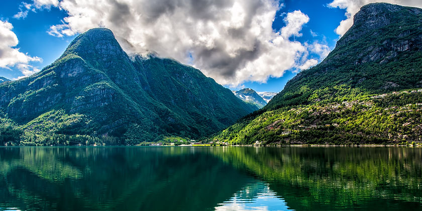 Banner image of Norwegian nature and mountains