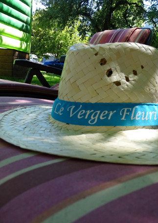 chapeau verger fleuri
