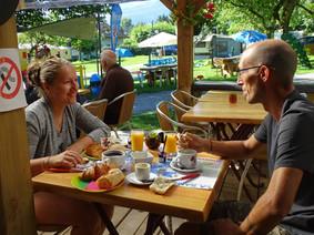 Frühstück auf dem Campingplatz