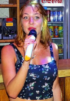 jolie chanteuse