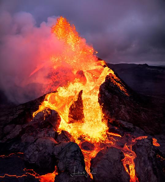 Eruption-CloseUp-Vertorama.jpg