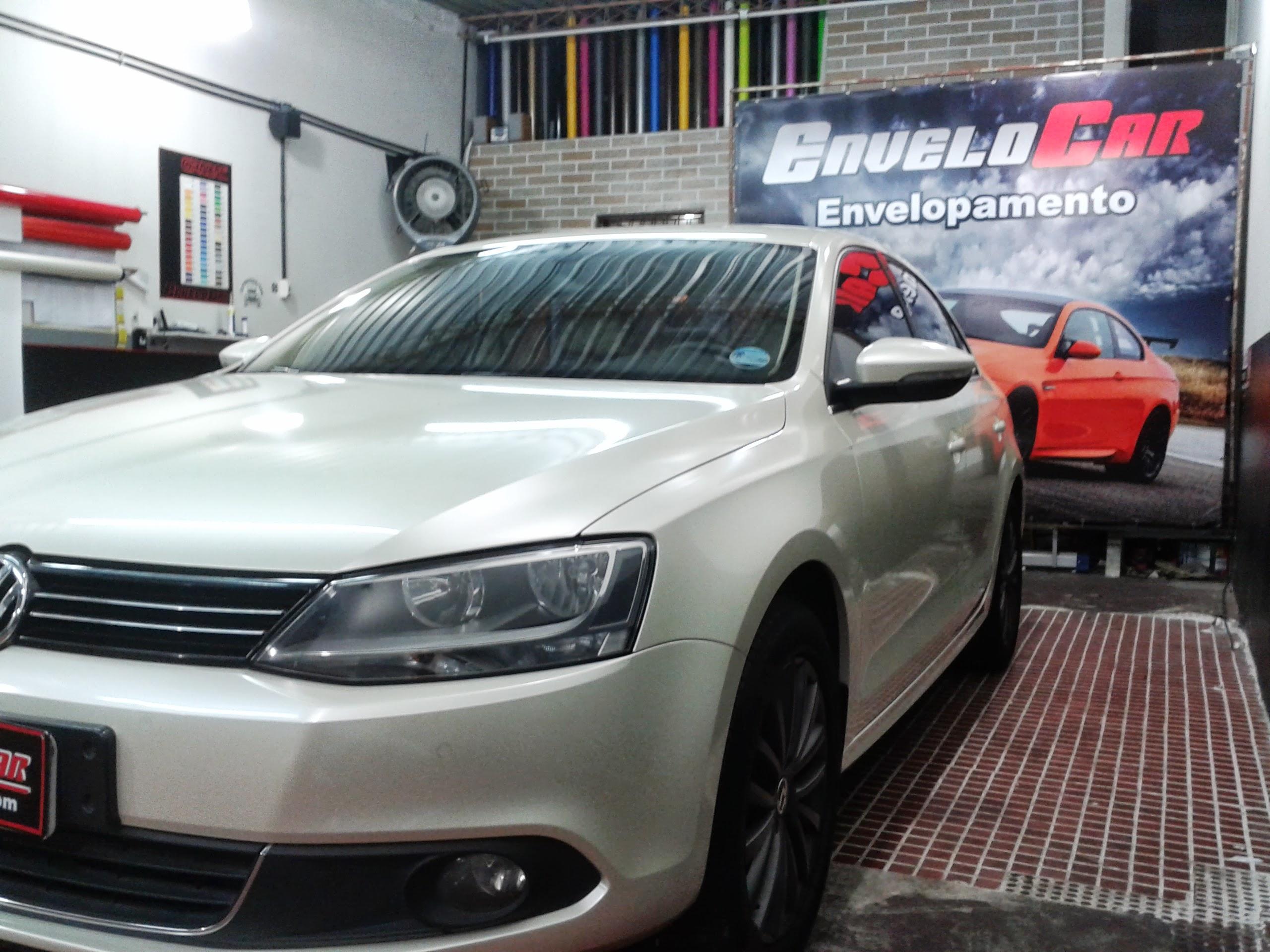 VW JETTA ENVELOPAMENTO BRANCO PÉROLA (1).jpg