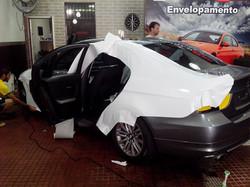 BMW 320i ENVELOPAMENTO BRANCO