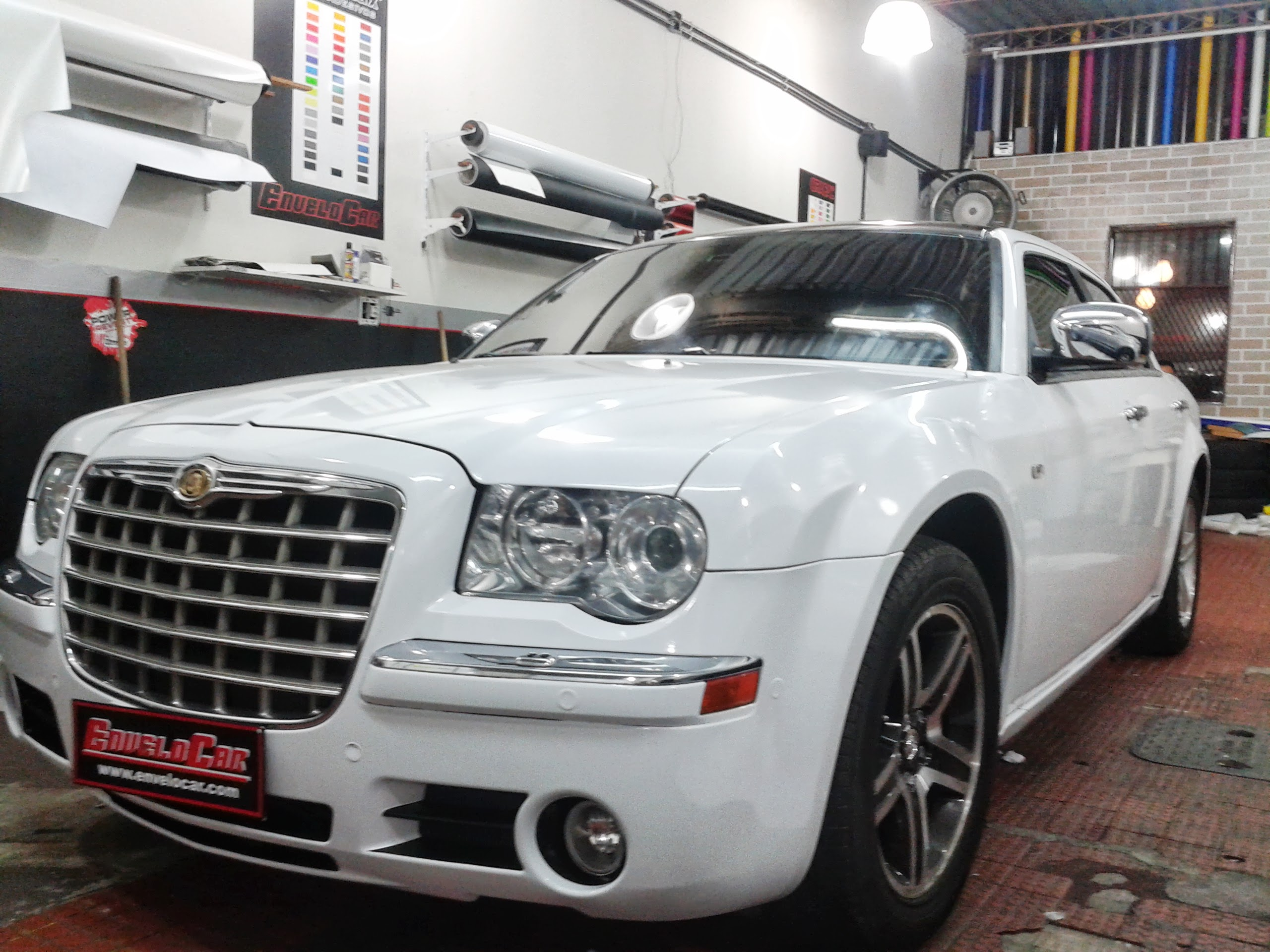 CHRYSLER 300C ENVELOPAMENTO BRANCO (5).jpg
