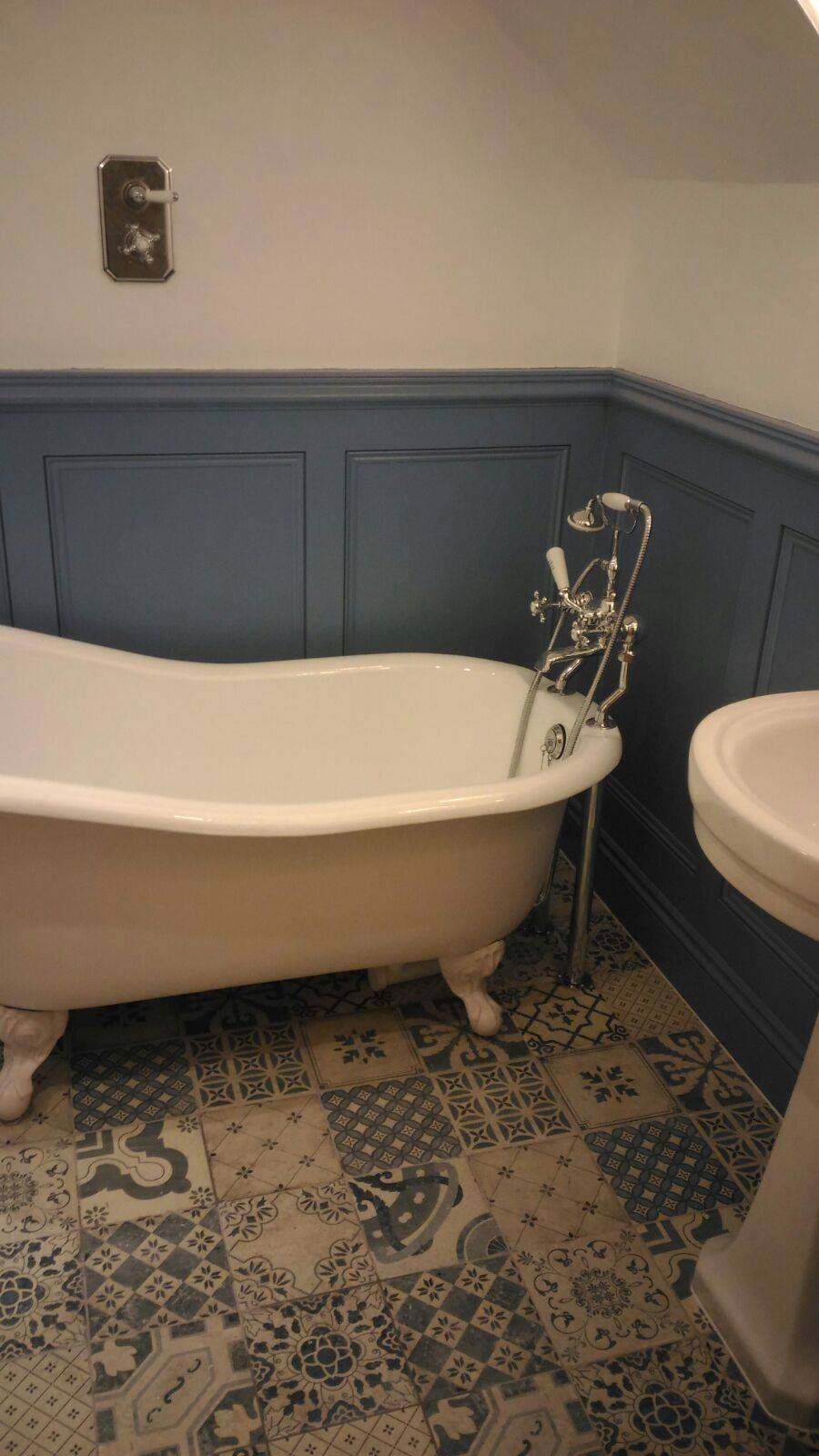 Freestanding rolltop bath