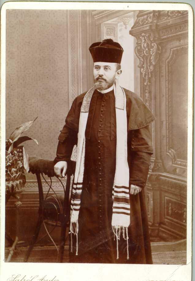 """Országos Rabbi Egyesület, """"Országos Rabbiképző Intézetben végzettek albuma Bloch Mózesnek dedikálva,"""" MILEV, accessed June 28, 2020, http://collections.milev.hu/items/show/28576."""