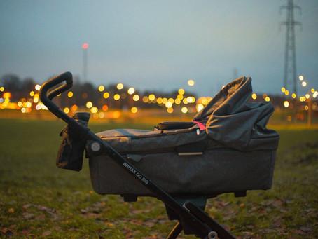 Vai bērnam jāguļ ratos?