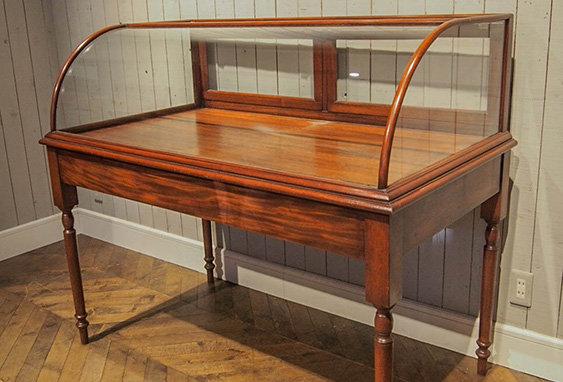 Wood×Glass table showcase