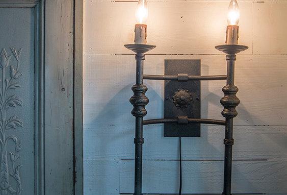 Iron bracket lamp