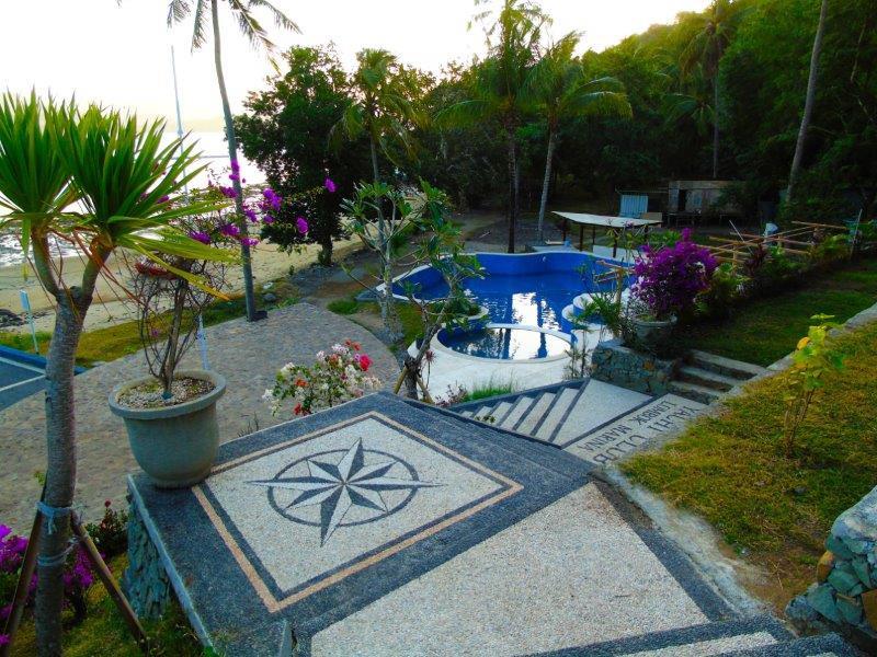 Lombok Marina Del Ray Prominade.jpg