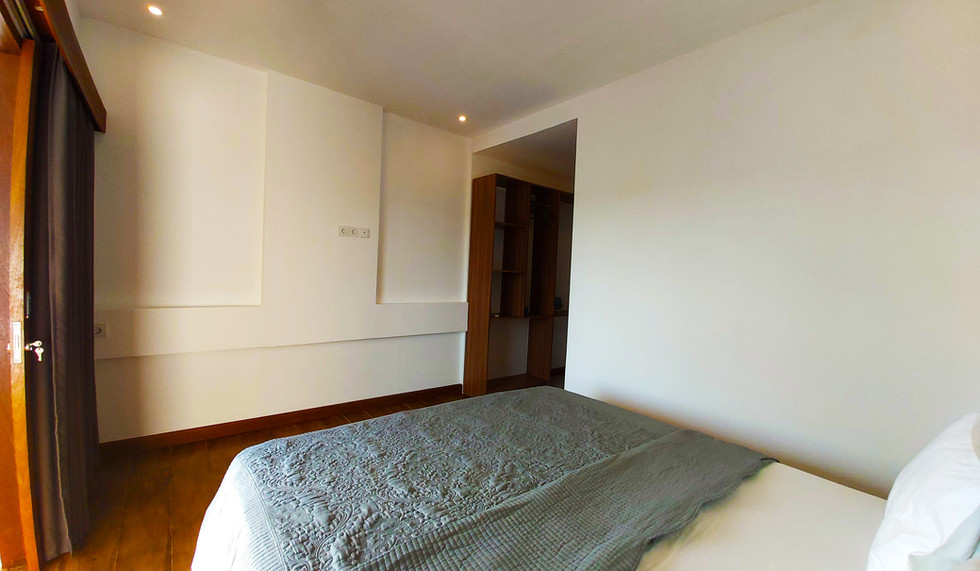 Marina Del Ray king size bed.jpg