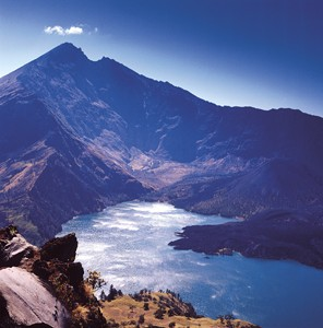 Mt Rinjani Sumit Lake