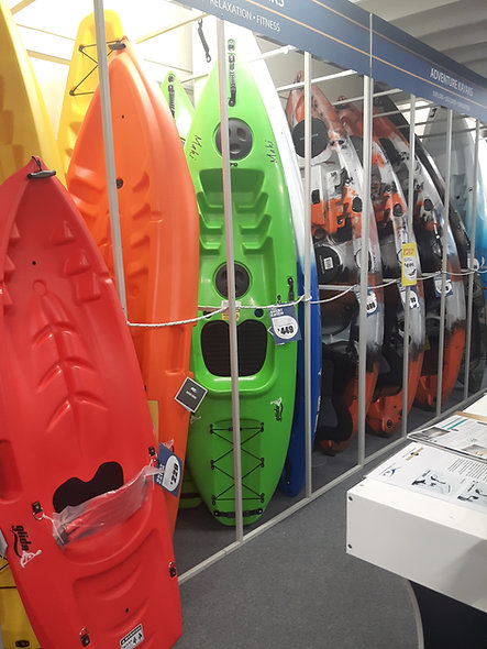 One person canoes
