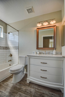 bathroom 2-pic 2