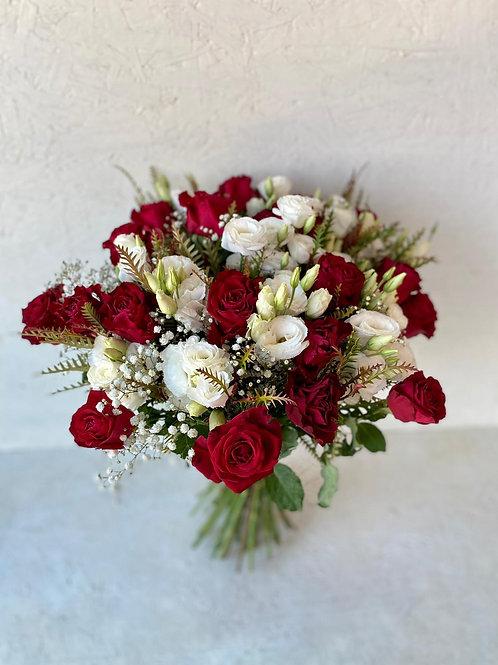 זר ורדים וליזיאנטוס