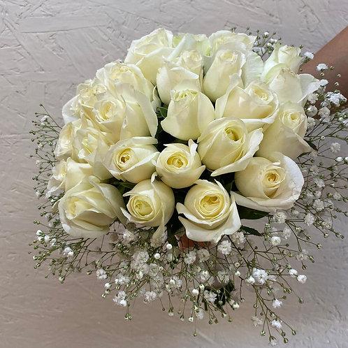 זר כלה ורדים לבנים וגיפסנית