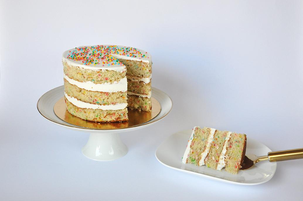 עוגת וניל וספרינקלס