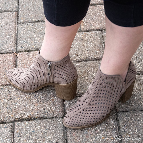 Dolce Vita Open-Weave Booties Size 8.5