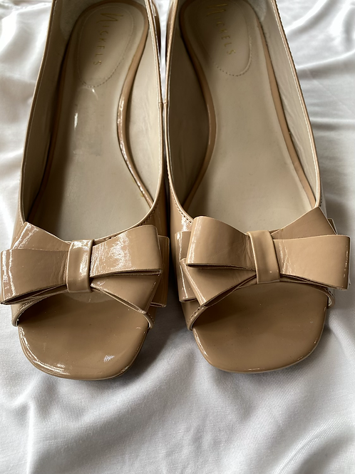 Nickles nude beige size 10