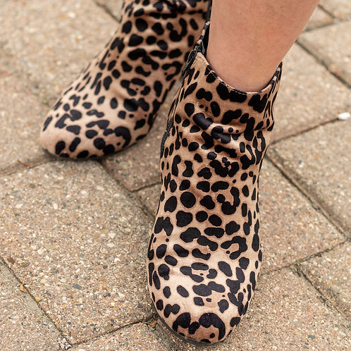 A New Day Cheetah Booties sz 11