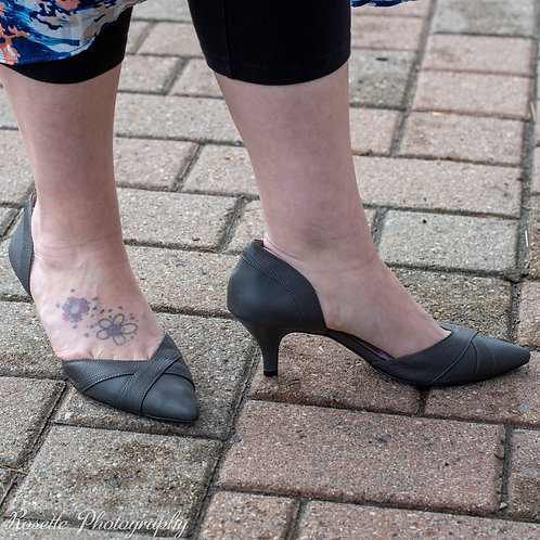 Kelly & Katie Grey Heels Size 9M
