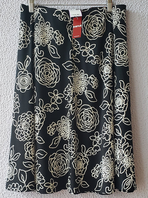 Avenue Embossed Skirt NWT Size 26/28