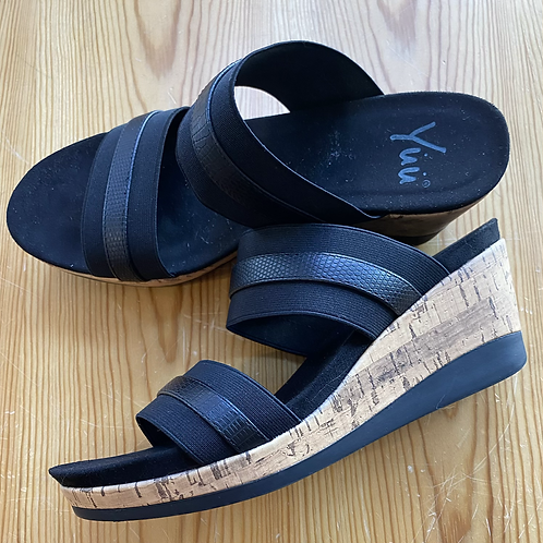 New YUU size 8 sandals