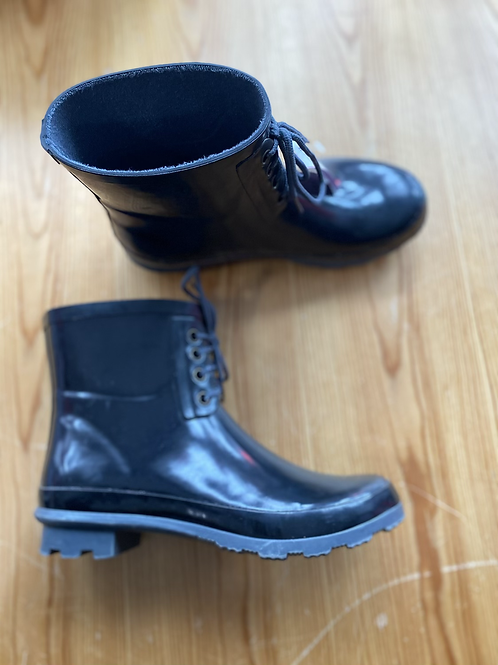 Electric karma rain booties size 8