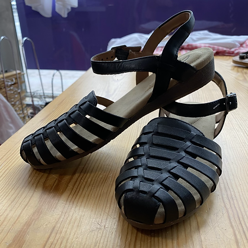 Clarks new sandals size 9