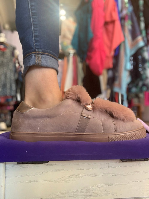 Fur and bling slip on Sz 12W