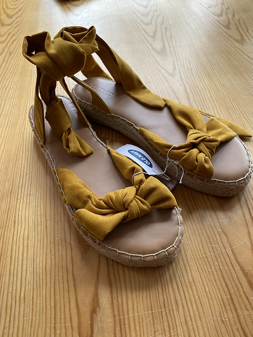 Old navy NWT sandals 9